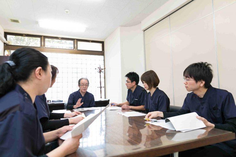 歯科医師のミーティング風景