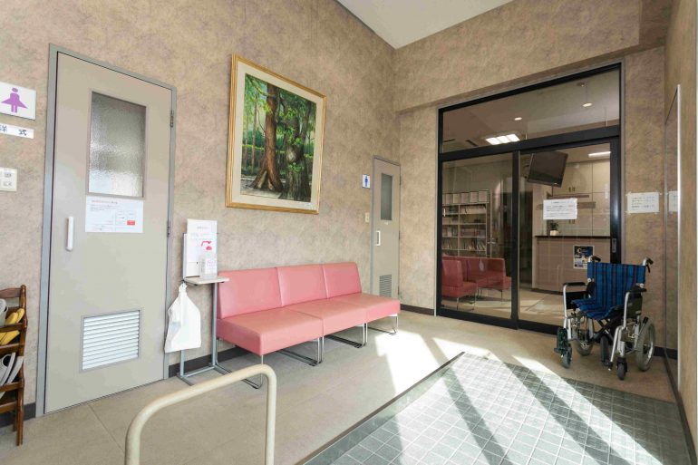 医院玄関のバリアフリー