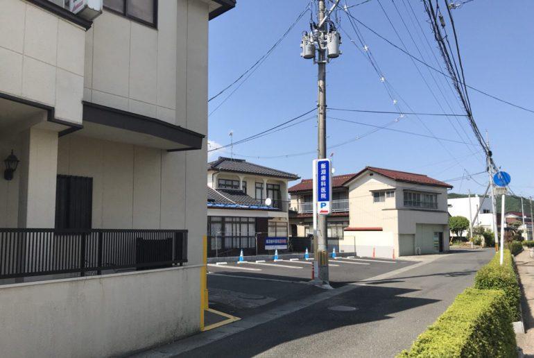 駐車場入り口(反対方向から)